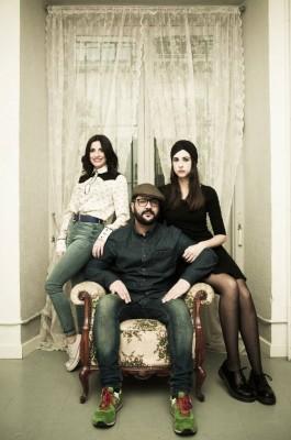 El director Benja de la Rosa con las actrices Anita del Rey y Laura Put